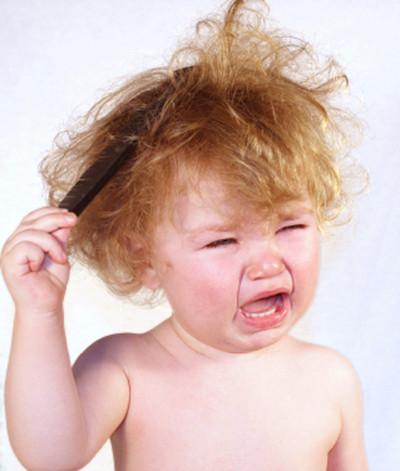 Почему ребенок часто чешет уши?