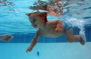 Когда можно брать маленького ребенка в бассейн?