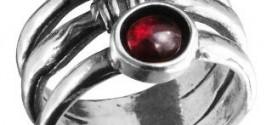 Серебряные кольца с гранатом: их достоинства