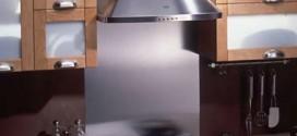 Установка вытяжки для чистоты воздуха на кухне