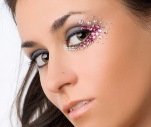 Как создать вечерний макияж со стразами