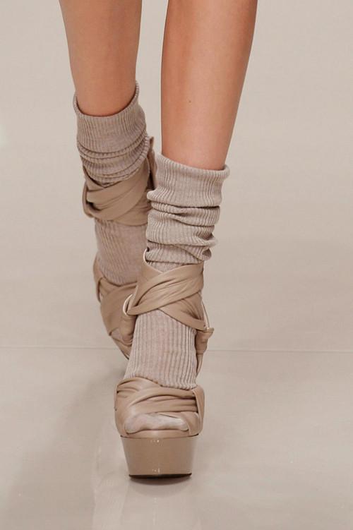 Новый тренд: туфли с носками