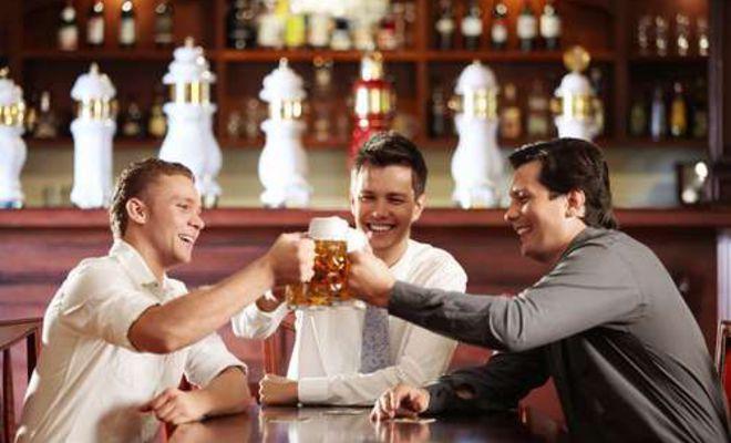 Британские ученые поняли, почему пьяные мужчины менее требовательны к красоте