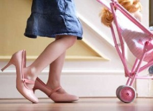 Как правильно подобрать обувь для девочек