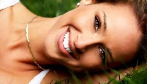 Лазерное отбеливание зубов как способ сделать зубы белоснежными