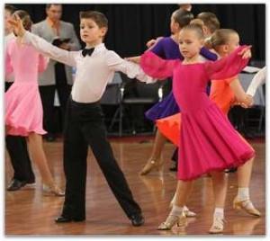 stoit-li-otdavat-rebenka-v-shkolu-tancev