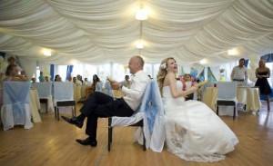 veselis-narod-ili-kakie-svadebnye-konkursy-v-mode