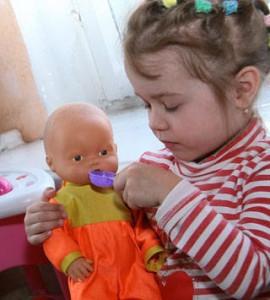 Куклы для девочки: во что с ними играть