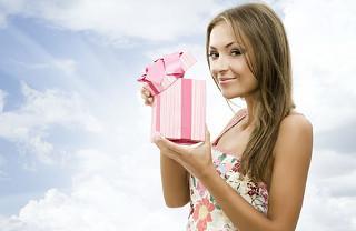 Косметика в подарок Любимой: что купить