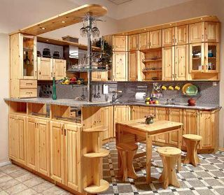 Чем хороши кухни, изготовленные из сосны