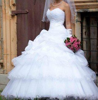kak-skryt-zhivotik-vybrav-pravilnoe-svadebnoe-plate