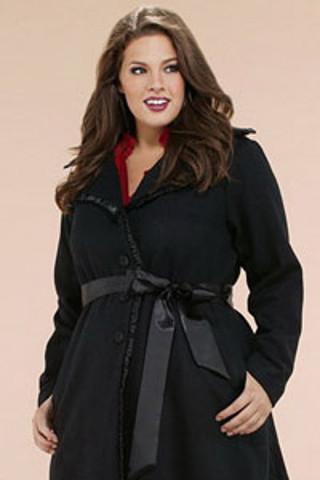 Как выбрать пальто большого размера и не выглядеть громадно