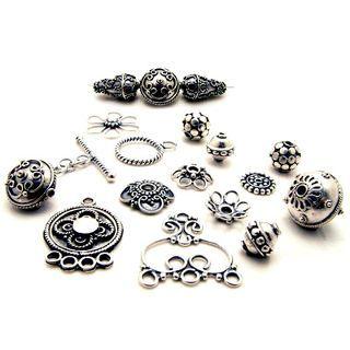 Серебро – драгоценный металл, который хорошо сочетается со всеми камнями